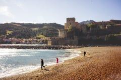 Playa de Collioure en la puesta del sol fotos de archivo libres de regalías