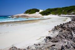 Playa de color salmón foto de archivo