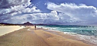 Playa de Costa Rei en la isla de Cerdeña imagenes de archivo