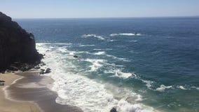 Playa de Dume del punto en Malibu almacen de video