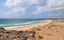 Playa de Esqinzo que sorprende en Canarias de Fuerteventura Imagen de archivo libre de regalías