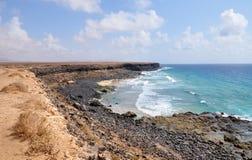 Playa de Esqinzo que sorprende en Canarias de Fuerteventura Imágenes de archivo libres de regalías