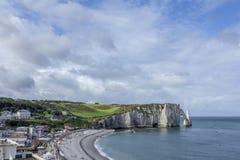 Playa de Etretat en Normandía Francia Francia Imágenes de archivo libres de regalías