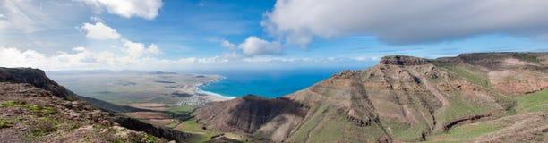 Playa De Famara de la roca Fotografía de archivo
