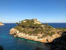 Playa de Formentor Cala Pi de la Posada, bella spiaggia al cappuccio Formentor, Palma Mallorca, Spagna fotografia stock libera da diritti