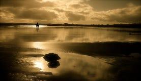 Playa de Garryvoe en la puesta del sol Imágenes de archivo libres de regalías