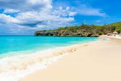 Playa de Grote Knip, Curaçao, Antillas holandesas - playa del paraíso imagen de archivo