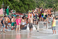 Playa de Haad Rin durante el partido de la Luna Llena en la isla Koh Phangan, Tailandia Foto de archivo libre de regalías