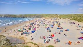 Playa de Holywell en Cornualles fotos de archivo libres de regalías