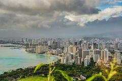Playa de Honolulu y de Waikiki vista de Diamond Head Crater Imágenes de archivo libres de regalías