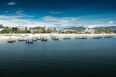 Playa de Hua- Hin. y barco, Imagen de archivo libre de regalías