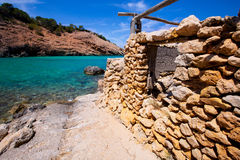 Playa de Ibiza Cala Moli con agua clara en Balearics Fotografía de archivo libre de regalías