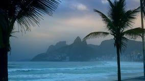 Playa de Ipanema en Rio de Janeiro, el Brasil metrajes