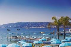 Playa de Juan Les Pins, destino turístico mediterráneo en el franco Imagen de archivo