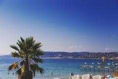 Playa de Juan Les Pins, destino turístico mediterráneo en el franco Fotografía de archivo libre de regalías