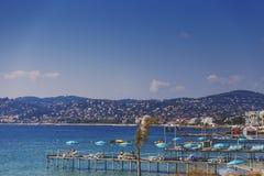 Playa de Juan Les Pins, destino turístico mediterráneo en el franco Imágenes de archivo libres de regalías
