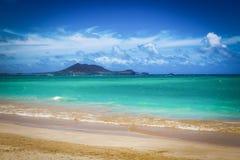 Playa de Kailua con agua hermosa de la turquesa en la isla de Oahu fotos de archivo