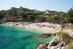 Playa de Kassiopi, isla de Corfú, Grecia imagenes de archivo