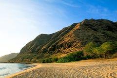 Playa de Keawaula en orilla del oeste seca del ` s de Oahu foto de archivo libre de regalías