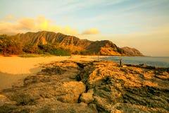 Playa de Keawaula en orilla del oeste seca del ` s de Oahu imagen de archivo libre de regalías