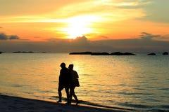 Playa de Kelayang en puesta del sol Fotos de archivo