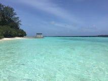 Playa de Kurumba con la arena blanca de los its, islas de Maldivas Imagenes de archivo