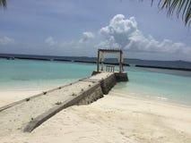 Playa de Kurumba con la arena blanca de los its, islas de Maldivas Imagen de archivo