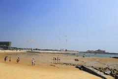 Playa de la arena de la ciudad Gold Coast del shishi Foto de archivo libre de regalías