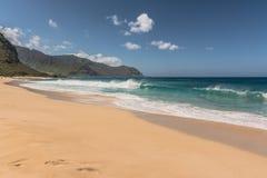 Playa de la arena de Makua en Oahu del oeste, Hawaii imagenes de archivo