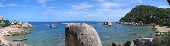 Playa de la bahía de Thanote, isla de Tao de la KOH, Thailande, panorama Foto de archivo libre de regalías