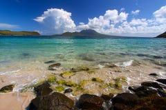 Playa de la bahía del comandante - St San Cristobal Imagen de archivo libre de regalías