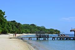Playa de la bahía del oeste en el ¡n, Honduras de Roatà Imagenes de archivo