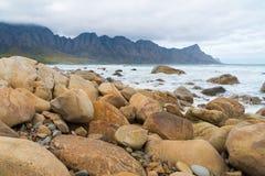 Playa de la bahía de Kogel, situada a lo largo de la ruta 44 en la zona oriental de la bahía falsa cerca de Cape Town, Suráfrica imágenes de archivo libres de regalías