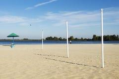 Playa de la ciudad, arena, soledad Imagen de archivo libre de regalías