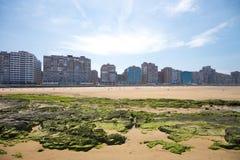 Playa de la ciudad de Gijón Imágenes de archivo libres de regalías
