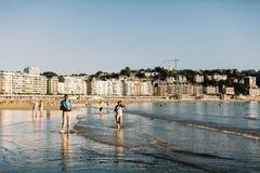 Playa De La Concha Beach在巴斯克地区,西班牙 免版税库存照片