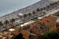 Playa de la costa de Azur, 'promenade'   Foto de archivo libre de regalías