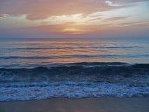 Playa de la costa este de la Florida en el amanecer 4 Foto de archivo libre de regalías
