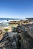 Playa de la cueva en septentrional en Sydney Imágenes de archivo libres de regalías