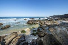 Playa de la cueva en septentrional en Sydney Fotografía de archivo libre de regalías