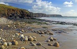 Playa de la grava en Francia foto de archivo