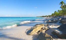 Playa de la isla Catalina - mar tropical del Caribe Imagen de archivo libre de regalías