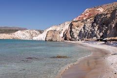 Playa de la isla de los Milos Imagen de archivo libre de regalías