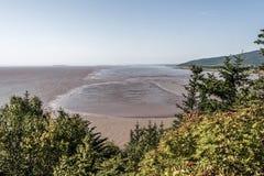 Playa de la marea baja en la bahía de Fundy Nuevo Brunswick - el agua de color marrón de Canadá llamó el río del chocolate Foto de archivo