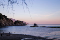 Playa de la puesta del sol de Monterosso Imagenes de archivo