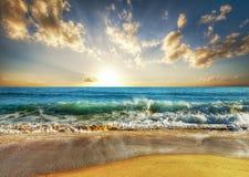 Playa de la puesta del sol de Tailandia Imagen de archivo libre de regalías