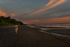 Playa de la puesta del sol, Donsol - Filipinas imagen de archivo