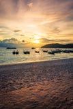 Playa de la puesta del sol en la isla del lipe en Tailandia Fotos de archivo libres de regalías