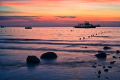 Playa de la puesta del sol en la visión superior Imágenes de archivo libres de regalías