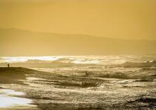 Playa de la puesta del sol encendida Imagen de archivo